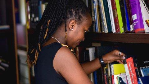 Reading Girl 2_ IBINTU 4 NIGIYE MU GUSOMA